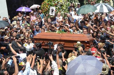 Las exequias de Celso Piña estuvieron abarrotadas por sus seguidores y amigos.