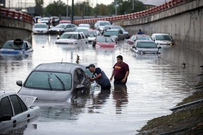 Protección Civil de Nuevo León informó que en gran parte de Monterrey ocurrieron encharcamientos e inundaciones de consideración,