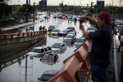 Las zonas más afectadas por la intensa lluvia son el centro de Monterrey, General Escobedo, Villa Salinas, Hidalgo, Juárez, Cadereyta y San Nicolás de los Garza.