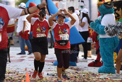 Corren la Gran Carrera Nacional 10 K Grupo SIMSA