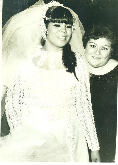 """Rosario Rodríguez Ortiz el 26 de agosto de 1972 con Roberta """"Tita"""" Avendaño."""
