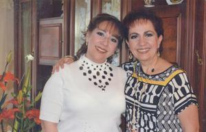 25082019 MUY CONTENTAS.  Lic. Analilia e Ivonne Escalera Leyva en pasada reunión familiar.