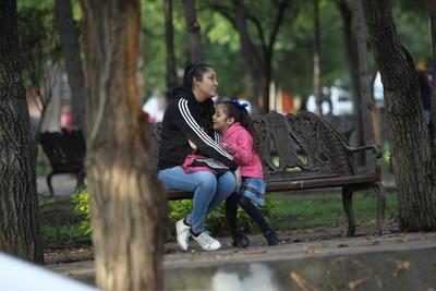 A pesar de un clima fresco debido a las lluvias, los niños acudieron en tiempo y forma.