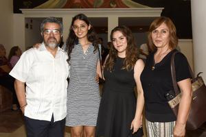 25082019 EN LA CAMERATA.  Gilberto, Rebeca, Gladys y Gladys.