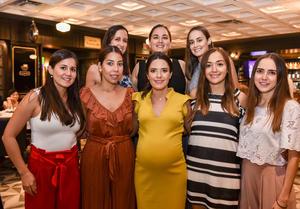 26082019 PRONTO SERá MAMá.  Daniela Ramos Clamont en compañía de sus amigas cercanas, el día de su baby shower.