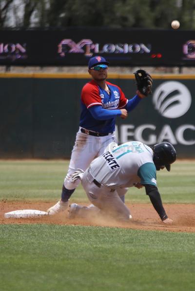 El ganador fue Félix Doubront (7-3) se llevó la victoria al lanzar seis tandas con siete hits, una base, cuatro ponches y dos carreras; cerró Rafael Martín.