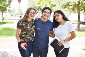 Bárbara, Víctor y Carolina.jpg