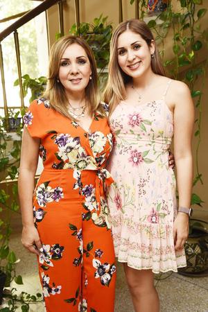 Laura Lozoya y Any González.jpg