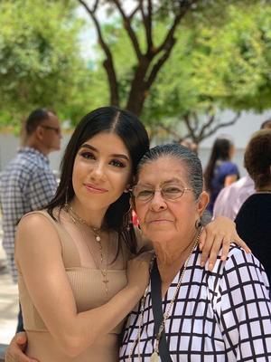 28082019 Coco Chávez y su nieta Vanya.
