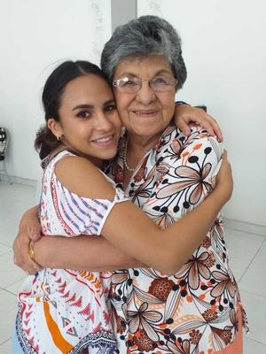 28082019 Guadalupe y su nieta Ana Laura.