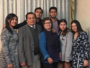28082019 Alfonso y Mercedes con sus nietos Daniela, Cristopher, Gabriel, Samantha y Layla.