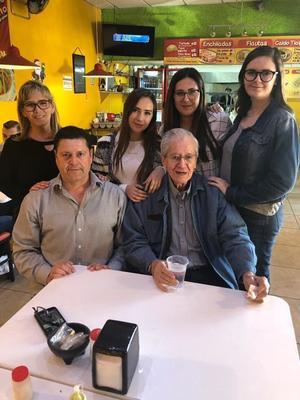 28082019 Martha, Diego, Felipe y sus nietas Ale, Gaby y Martha.