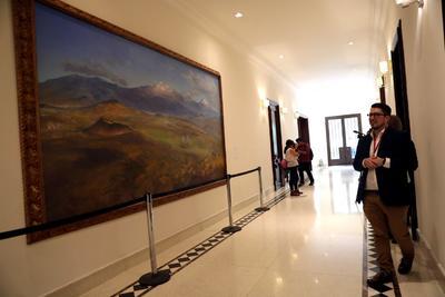 Carlos Molina precisó que todas las obras que se exhiben pertenecen a 1993, excepto 'Los volcanes', de Luis Nishizawa, que es de 1990.