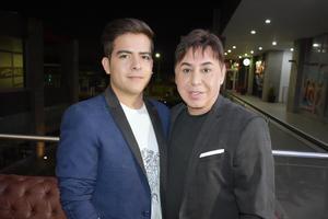 29082019 PASÁNDOLA BIEN EN EVENTO SOCIAL.  Víctor y Manuel.