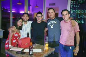 29082019 UNA NOCHE ENTRE AMIGOS.  Brenda, Alfredo, Luis, Alejandro y Neto.