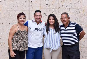 29082019 CELEBRACIóN DE CUMPLEAñOS.  Víctor César Cedillo disfrutó de un día muy especial en compañía de su hermana Rosa Cedillo y sus papás Eva de Cedillo y Víctor Cedillo González.