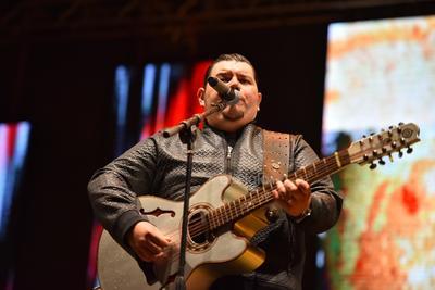 Buenas noches Torreón, qué gusto estar aquí. Esto se va a poner bueno, Torreón se merece lo mejor de Duelo, dijo Treviño.