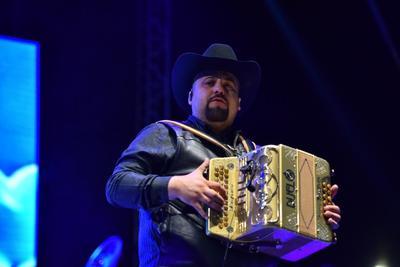 Duelo pone a cantar a los laguneros en la Feria de Torreón