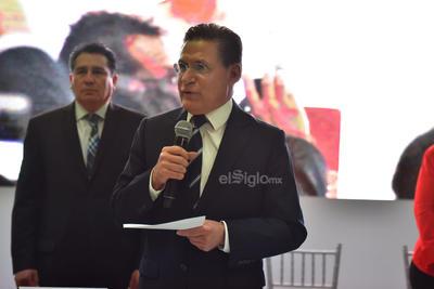 Ante la ausencia de la alcaldesa saliente, Leticia Herrera Ale, el gobernador de Durango, José Rosas Aispuro Torres, fue quien presidió la Sesión Solemne, que se desarrolló en el centro de convenciones Posada del Río.