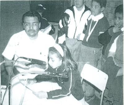 Hace algunas décadas, Mtro. Antonio Lozoya y alumnos de las Esc. de la zona escolar 538 de Jacarandas, en el programa de radio Por el camino del saber, concurso educativo donde participaban los alumnos más sobresalientes de toda la región.