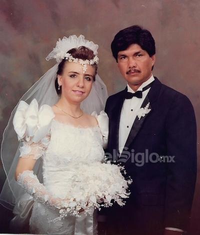 Lic. Margarita Núñez González e Ing. Benito Solís Martínez se casaron el 2 de septiembre de 1989, en la Parroquia Santa Rosa de Lima en Gómez Palacio, Durango. Se encuentran cumpliendo 30 años de matrimonio. Radican en Monterrey, Nuevo León. Sus hijos son, Isaac Alejandro, Alan Israel y Paulina Mariana Solís Núñez.