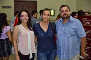 01092019 Laura, Michelle y Gabriel.