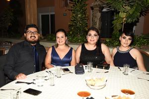 04092019 RECIENTE CELEBRACIóN.  Arturo, Alejandra, Tihany y Michelle.