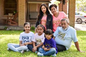 04092019 EN FAMILIA.  Cecilia, Ivana, Roberto, Fabiana, Tania y Paola.