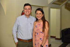 04092019 MUY CONTENTOS.  José e Isabel.