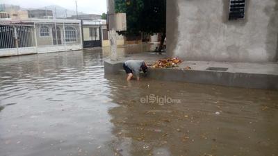 Las colonias del suroriente de Torreón se vieron afectadas por importantes acumulaciones de agua.