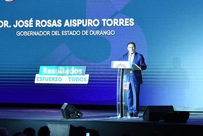 """Rosas Aispuro abrió su discurso recordando su compromiso de estar """"cerca de La Laguna"""" y destacó resultados favorables en la región."""