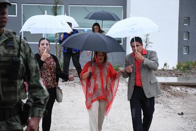 A pesar de la lluvia, al informe asistieron los alcaldes de Torreón y Ciudad Jardín y expresidentes municipales.