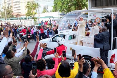 Miles de personas recibieron al Papa Francisco en Mozambique.