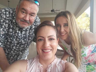 Fernando Buendía, Anacé Maldonado de Buendía y Karla Tavera.