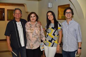 05092019 EN EL TEATRO.  Tony, Tere, Alana y Antonio.