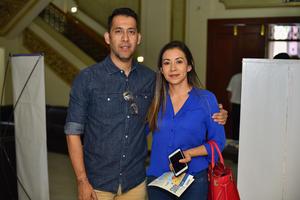 05092019 EN PAREJA.  Víctor y Rosario.