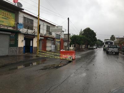 La lluvia dejó encharcamientos en algunas colonias de Gómez Palacio, pero la principal afectación fue la falta de energía eléctrica en varios sectores, incluido el edificio de la presidencia municipal, por lo que el Ayuntamiento informó que trabajaba con la Comisión Federal de Electricidad (CFE) para resolver esta situación.