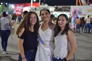 06092019 EN LA FERIA.  Claudia, Samara y Valeria.