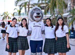 06092019 Wendy, Daira, Paola y Nahomi en compañía de la mascota del instituto.