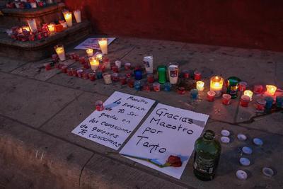 Desde que se dio a conocer la noticia, la gente muestra su tristeza por la partida del pintor Francisco Toledo.