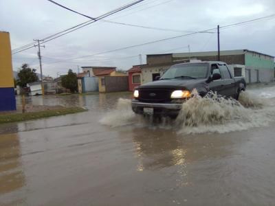Vecinos de colonias Villas la Merced y Rincón la Merced registraron grandes acumulaciones de agua.