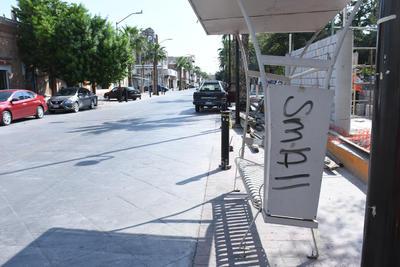 Los parabuses tampoco son respetados por la misma ciudadanía, la cual hace pintas que a la postre significa un gasto extra para el Ayuntamiento del municipio de Gómez Palacio.