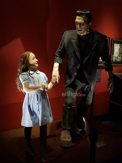 FRANKENSTEIN: Esculturas de gran formato y pinturas de uno de lo monstruos favoritos de Guillermo, Frankenstein, se combinan con la obra de Diego Rivera, Bernie Wrightson y José María Velasco.