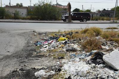 Riesgo. Los desechos de las superficies baldías representan un riesgo sanitario para los colonos y los distintos establecimientos comerciales, esto dado el posible brote de infecciones.