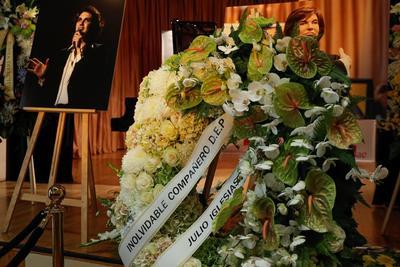 Sesto, cuyo verdadero nombre era Camilo Blanes Cortés, nació el 16 de setiembre de 1946 en Alcoy, Alicante, y se inició en la música con un grupo de amigos, Los Dayson, antes de mudarse a Madrid en 1964 con la intención de perseguir su sueño.