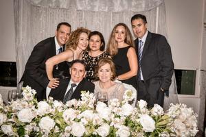 07092019 50 AñOS DE AMOR.  Nazario y Lupita festejando un año más de matrimonio,  acompañados de sus hijos Alex, Liz, Lourdes, Suny y Eduardo.