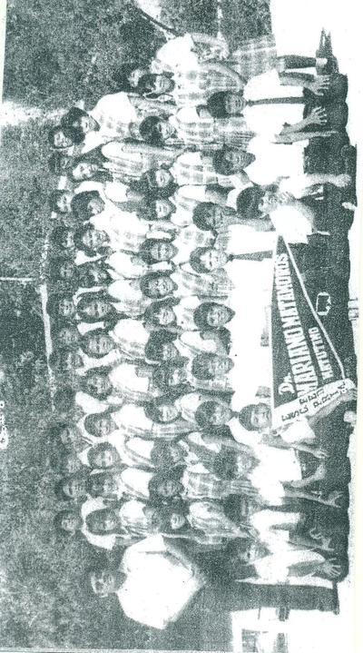 Niños de la Esc. Primaria Don Mariano Matamoros de la col. Jacarandás de Torreón. Les acompaña su Prof. Antonio Lozoya Pérez en su 50 aniversario de labor.