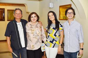Tony, Tere, Alana y Antonio