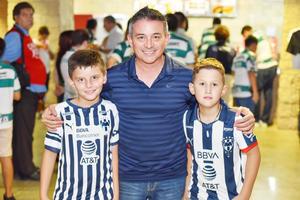 Juan Pablo Treviño, René Treviño y Marcelo Tamez