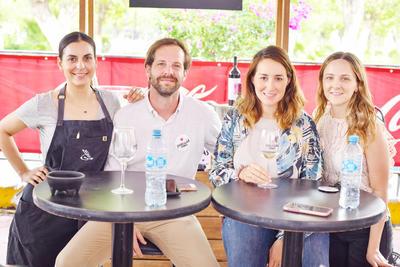 Andrea Martínez , Javier Guillan, Valeria Narro y Barbara Canavati